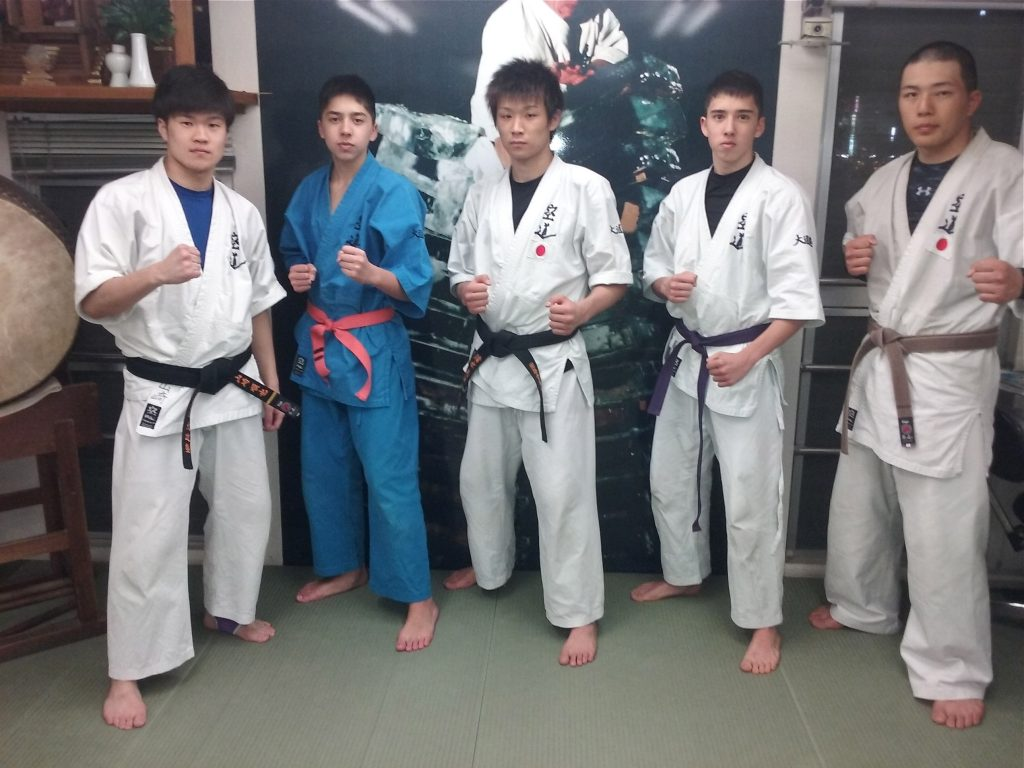 Avec Junya, Ryota et Tiga, les 3 ushi-deshi du Hombu.