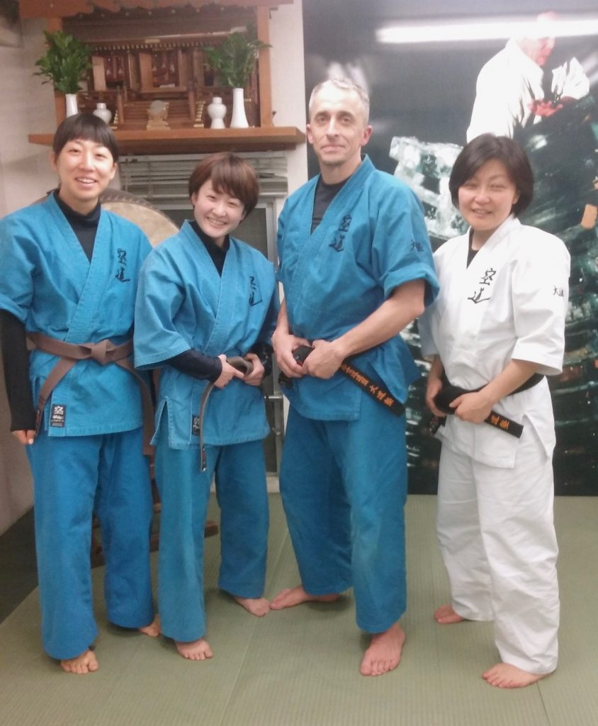 Yumiko Azuma, Moe Ookura et Kaoru Shimizu.